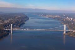 Ponte di George Washington a New York in U.S.A. Vista aerea dell'elicottero Vista generale immagini stock libere da diritti