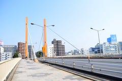 Ponte di giallo di Tokyo sul fiume di Sumida fotografia stock libera da diritti