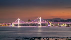 Ponte di Gwangandaegyo e area di Haeundae al tramonto, Busan, Corea del Sud immagini stock libere da diritti