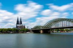 Ponte di Hohenzollern e della cattedrale Fotografia Stock Libera da Diritti