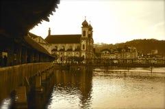 Ponte di Kapelbryukke in Lucerna immagini stock
