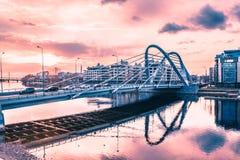 Ponte di Lazarevsky a St Petersburg ponte Cavo-restato di Lazarevsky in Sant Pietroburgo un tramonto, Russia fotografia stock libera da diritti