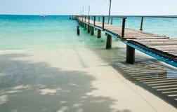 Ponte di legno alla spiaggia Fotografia Stock