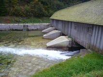 Ponte di legno allo sbocco del konigsee Fotografie Stock Libere da Diritti