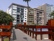Ponte di legno che attraversa modo di Balta in Miraflores, Lima Fotografia Stock