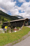 Ponte di legno con il tetto - Engadine Svizzera Immagini Stock Libere da Diritti