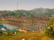 Ponte di legno di Sangkhlaburi, Tailandia Immagini Stock
