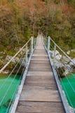 Ponte di legno il fiume di Soca di verde del turchese Immagine Stock Libera da Diritti