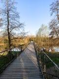 Ponte di legno sopra il fiume Adda vicino a Milano, Italia fotografie stock
