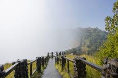 Ponte di legno sopra le cascate Victoria nello Zambia Fotografie Stock