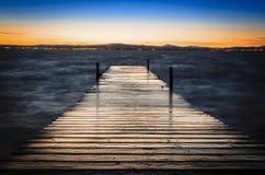 Ponte di legno sul lago Fotografia Stock Libera da Diritti