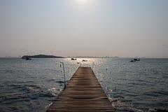 Ponte di legno sul mare Fotografia Stock Libera da Diritti
