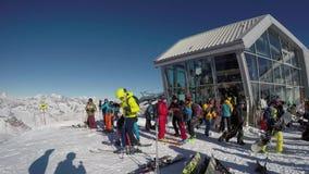 Ponte Di Legno, Tonale, Ιταλία Ο παγετώνας 3000 πανοράματος φραγμός σκι στην άφιξη εάν cableway απόθεμα βίντεο