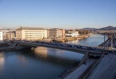 Ponte di Lehener a Salisburgo nel corso della mattinata, Austria, 2015 Fotografie Stock Libere da Diritti