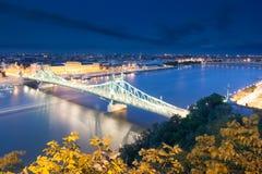 Ponte di libertà alla notte Immagini Stock