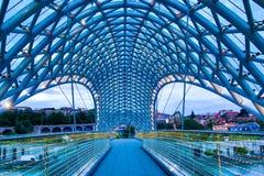 Ponte di libertà a Tbilisi Immagini Stock