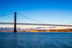Ponte di Lisbona al crepuscolo Immagine Stock