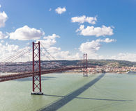 Ponte di Lisbona di panorama Fotografie Stock