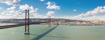 Ponte di Lisbona di panorama Immagini Stock