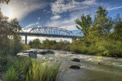 Ponte di LLano con acque infuriantesi del fiume di Llano Fotografia Stock