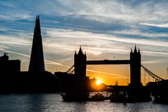 Ponte di Londra ed il coccio al tramonto a Londra Fotografia Stock Libera da Diritti
