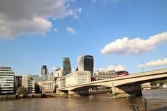 Ponte di Londra, il Tamigi, Londra, Inghilterra Fotografie Stock