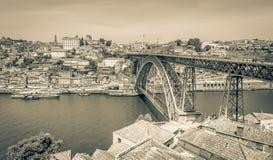 Ponte di Luis I Fiume di Douro Paesaggio urbano di Oporto, Portogallo Fotografia Stock