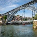 Ponte di Luis I sopra il fiume del Duero a Oporto, Portogallo Immagini Stock Libere da Diritti