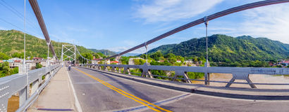 Ponte di Luis Ignacio Andrade sopra il fiume di Magdalena Immagini Stock Libere da Diritti