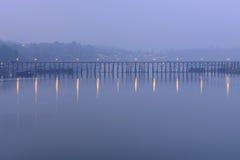 Riflessione del ponte di legno Fotografia Stock
