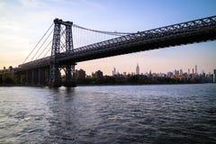 Ponte di Manhattan dal traghetto Immagini Stock Libere da Diritti