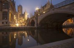 Ponte di Michael s e belfot della città del signore in nebbia Fotografie Stock