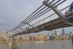 Ponte di millennio e la città, Londra Fotografie Stock Libere da Diritti