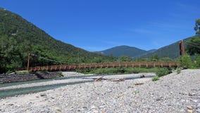 Ponte di Myojin in Kamikochi nelle alpi giapponesi Fotografie Stock Libere da Diritti