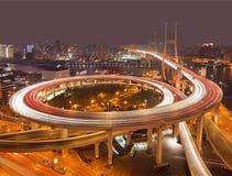 Ponte di Nanpu sopra il fiume Huangpu alla notte, Shanghai Immagini Stock Libere da Diritti
