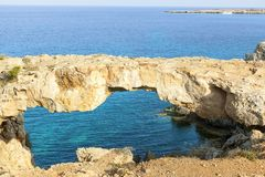 Ponte di Naturalrock in mar Mediterraneo immagine stock libera da diritti