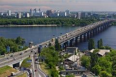 Ponte di Patona sopra il fiume di Dnipro a Kiev, Ucraina Immagini Stock Libere da Diritti