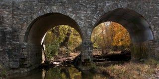 Ponte di pietra in autunno Fotografia Stock Libera da Diritti