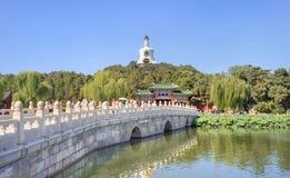 Ponte di pietra bianco al parco di Beihai, Pechino, Cina Immagini Stock Libere da Diritti