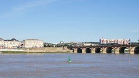 Ponte di pietra in Bordeaux, città della Francia stock footage