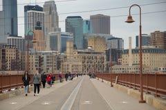 Ponte di pietra dell'arco nella città di Minneapolis Fotografia Stock