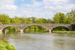 Ponte di pietra dell'arco sopra il fiume del humber fotografia stock libera da diritti