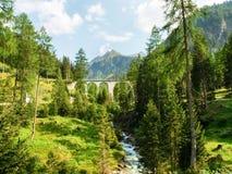 Ponte di pietra della ferrovia di Rhaetian Fotografie Stock Libere da Diritti