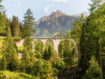 Ponte di pietra della ferrovia di Rhaetian Fotografia Stock