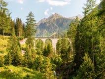 Ponte di pietra della ferrovia di Rhaetian Immagine Stock Libera da Diritti
