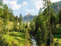 Ponte di pietra della ferrovia di Rhaetian Fotografia Stock Libera da Diritti