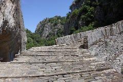 Ponte di pietra Grecia di kokkori del percorso Fotografie Stock