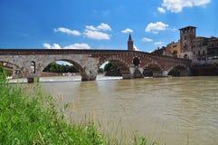 Ponte di Pietra (Steinbrücke), Verona, Italien Stockfotos