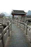 Ponte di pietra tradizionale cinese a Shangri-La Guilin, Guilin Immagine Stock Libera da Diritti