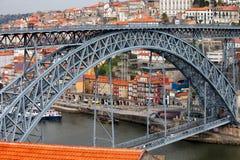 Ponte di Ponte Luiz I e Città Vecchia di Oporto Fotografia Stock